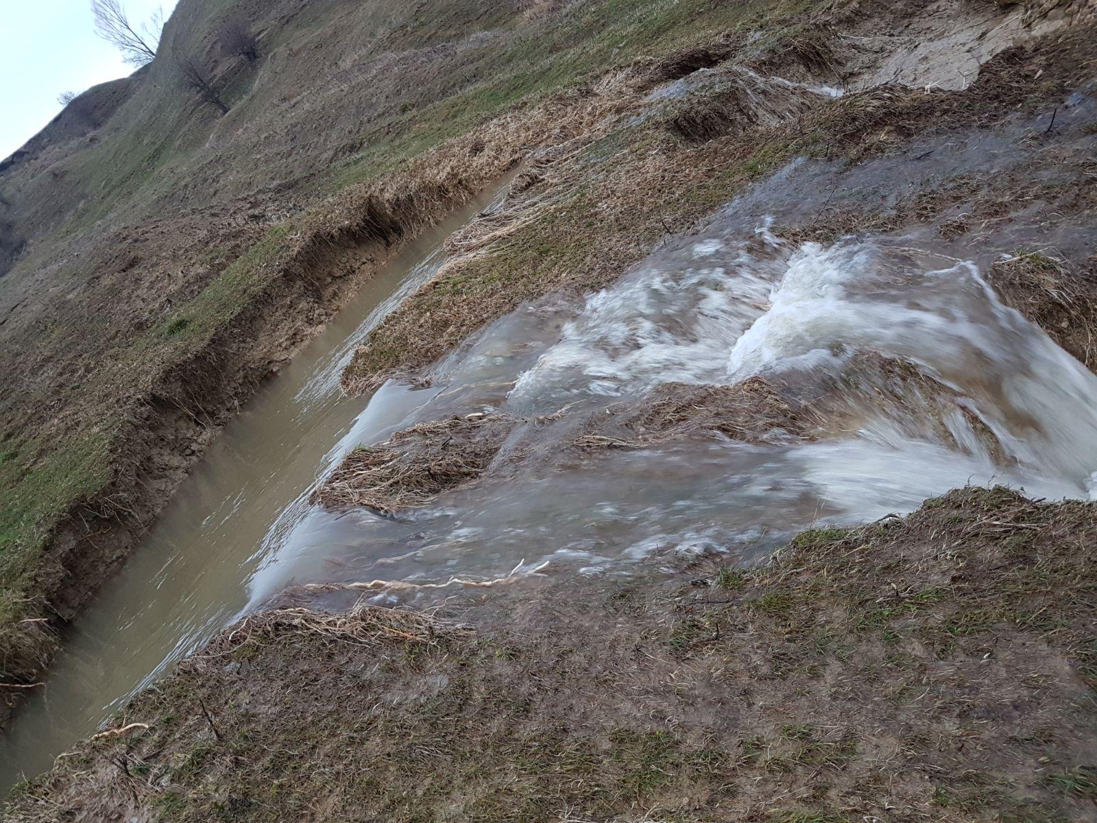 ACTUALIZARE. Avarie ce va afecta rețeaua de apă din zona Onești – Tg. Ocna, consumatorii sunt rugați să facă stocuri de apă