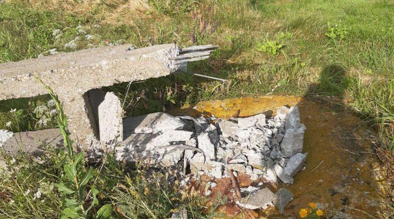 avarie retea electrica stalpi cazuti la pamant